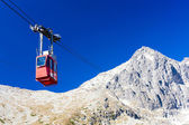 Cable car to Lomnicky Peak, Vysoke Tatry (High Tatras), Slovakia — Stock Photo