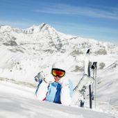 Woman skier, Alps Mountains, Savoie, France — Stock Photo
