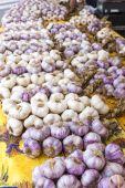 Garlic, market in Nyons, Rhone-Alpes — Stock Photo