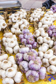 Garlic, market in Nyons, Rhone-Alpes, France — Stock Photo