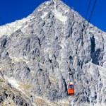 Cable car to Lomnicky Peak, Vysoke Tatry (High Tatras), Slovakia — Stock Photo #69084963