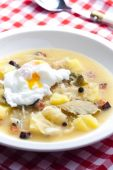Sauerkraut soup with veiled egg — Stock Photo