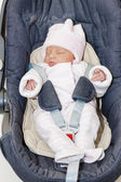 Newborn baby girl in a car seat — Stockfoto