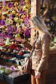 Woman at Christmas market, Vienna — Stock Photo