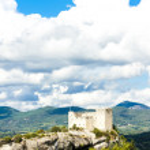 Ruins of castle in Vaison-la-Romaine, Provence, France — Stock Photo #76711029