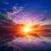 закат над водой — Стоковое фото