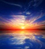 Sonnenschein über dem wasser — Stockfoto