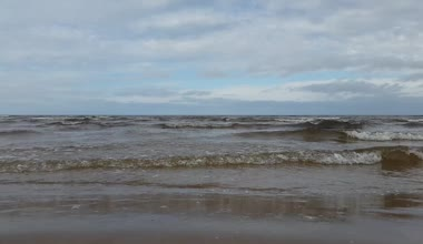Baltic Sea quietly splashing in the resort area of Jurmala. — Wideo stockowe
