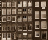 Facades of houses in old city in Amsterdam — Foto Stock