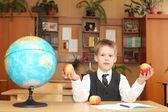 Niño en un aula — Foto de Stock