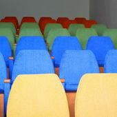 Linhas de cadeiras no cinema — Fotografia Stock