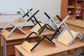 Desks and chairs in the classroom — Stock Photo