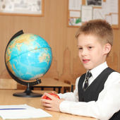 Boy with apples in a classroom — Foto de Stock