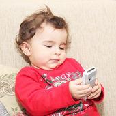 Petit garçon avec téléphone portable — Photo
