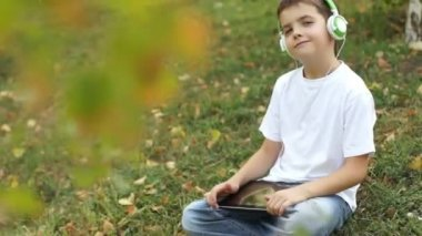 Boy with tablet computer gives thumbs up — Stock Video