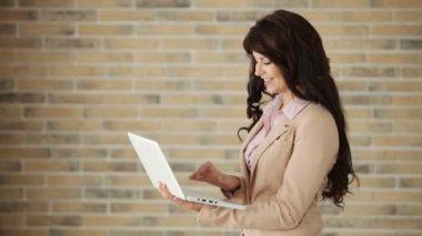 Woman using laptop — Stock Video