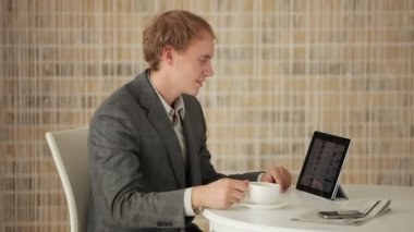 Man sitting at table using touchpad — Stock Video