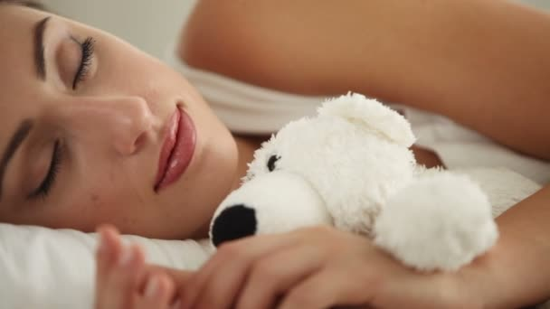 Спящая девчонка видео фото 184-106