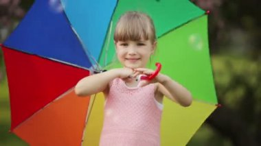 Girl with umbrella smiling — Stock Video