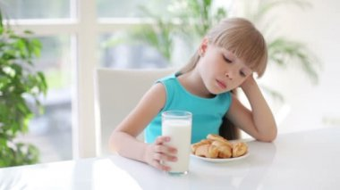 Pretty little girl holding glass of milk — Stock Video