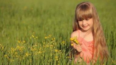 Cute child sitting on grass — Stock Video