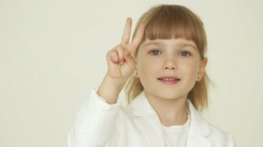 Little girl showing peace — Stock Video