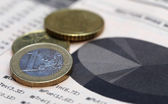 Currencies on graph — Stock Photo