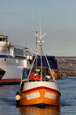 Fishing boat in Weymouth harbour early morning — Stock Photo