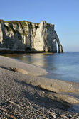 Pebble beach and cliff of Etretat in France — Stock Photo