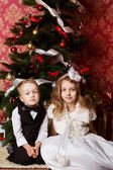 Happy children with christmas presents — Stok fotoğraf