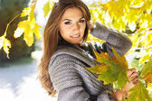 Young fashion girl in autumn park — Stock Photo