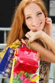 Attractive happy girl out shopping — Zdjęcie stockowe