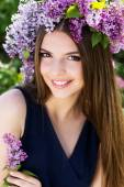 Girl with wreath of lilac flowers, spring time — Foto de Stock