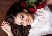 Pretty teen girl with red roses — Stock Photo