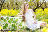 Happy pregnant woman on nature — Stock Photo
