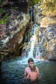 Cheerful dad and son bathe in the waterfall on Koh Samui — Stock Photo