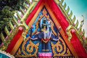 Golden Hindu God Ganesh over thai wall — Stock Photo