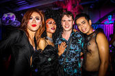 KOH SAMUI, THAILAND 2013, 2 APRIL Transvestites in Chaweng nightclub take a picture with tourists — Stock Photo