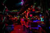 KOH SAMUI, THAILAND 2 APRIL 2013 Street nightlife on Chaweng Koh Samui — Stock Photo