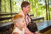 Dad and son watching the show in Koh Samui zoo — Stock Photo