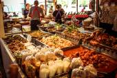 Food market in Koh Samui, Thailand. Grilled some food — Stock Photo