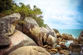 Sea waves crashing against the rocks, Koh Samui — Stock Photo