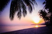 Beautiful sunset over the tropical beach — Foto Stock