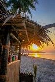 熱帯のビーチの美しい夕日 — ストック写真