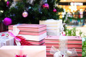 Close up of Decorated Christmas tree and boxes with bows — Foto Stock