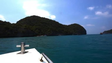Landmark boat arrival in thailand  Blue Lagoon to the island In ocean — Stock Video