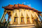 Beautiful temple isometric in Thailand on Koh Samui and blue sky — Stock Photo