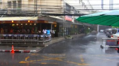 Thailand, Bangkok, 1 August 2014. Road in the city centre during torrential rain. HD. 1920x1080 — Stockvideo