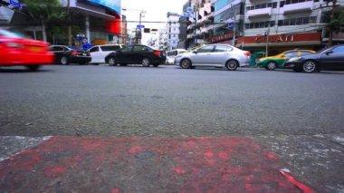 Bangkok 2014 2 de agosto. Tráfego na estrada de Bangkok. Tailândia — Vídeo stock