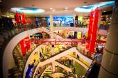 BANGKOK, THAILAND. 3 AUGUST 2014 The shopping mall in Thailand. Interior is decorated suspension bridge with cars — Stock Photo